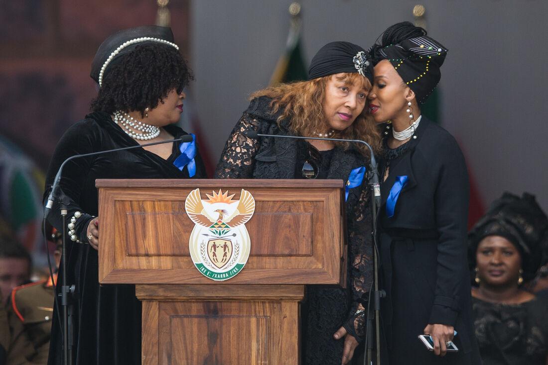 Na foto, da esquerda para direita: Zenani Mandela-Dlamini, Zindzi Mandela e a filha de Zindzi Mandela