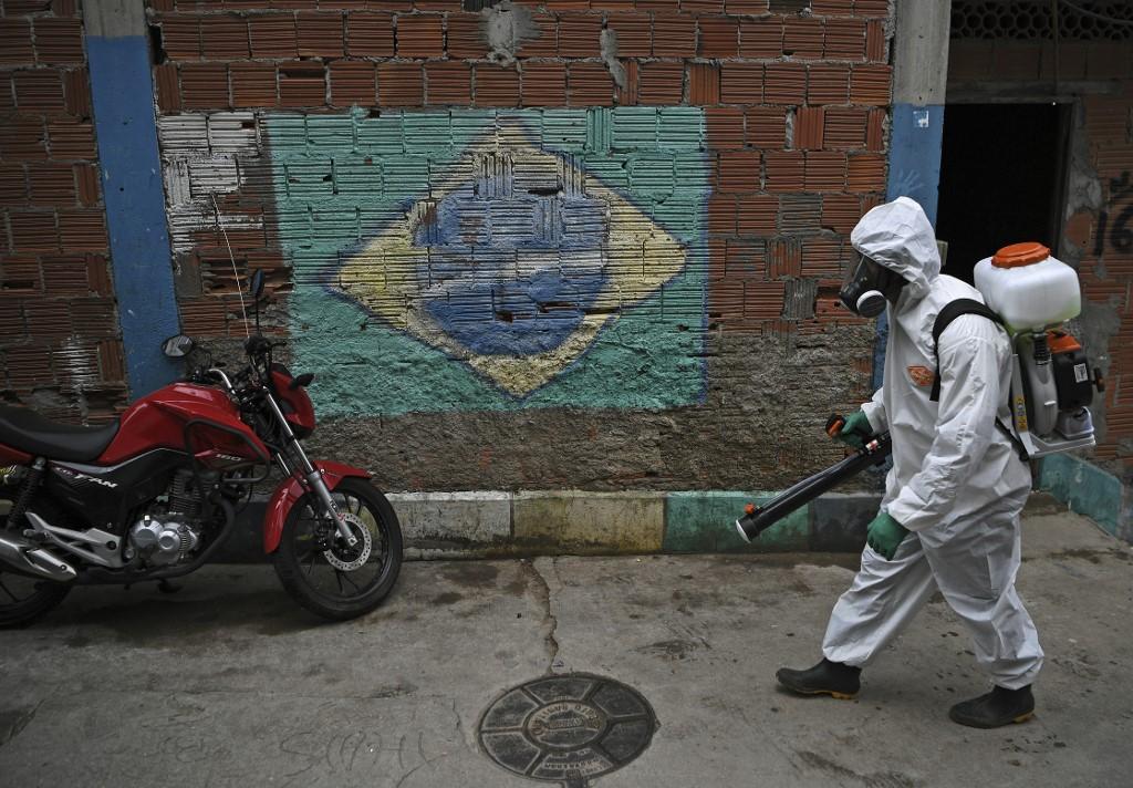 No Brasil, casos confirmados se aproximam de 1,5 milhão