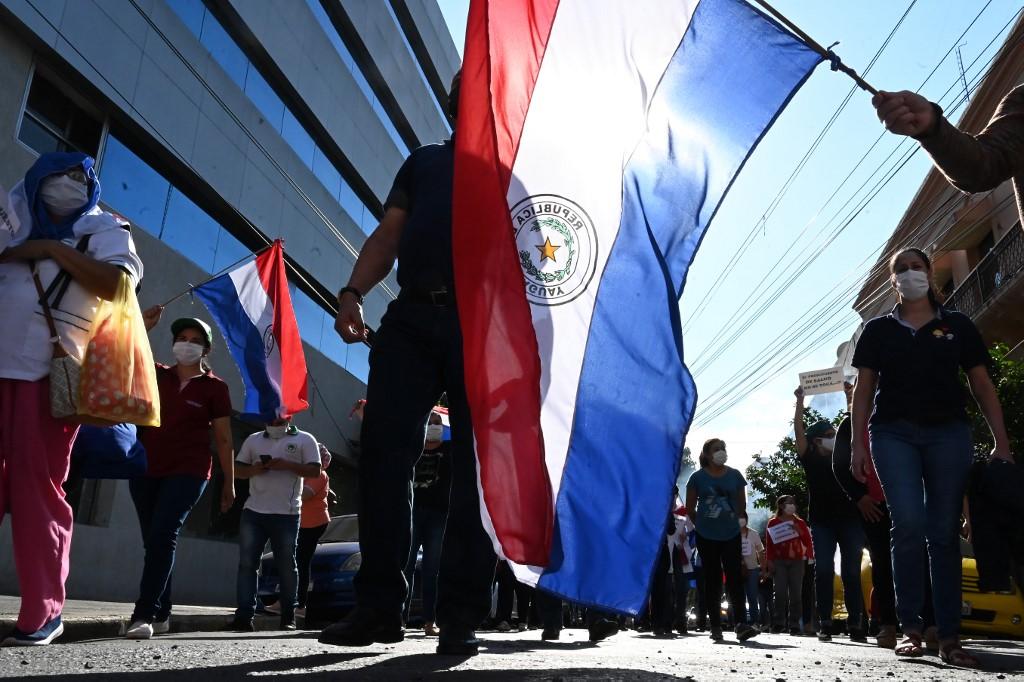 Profissionais da saúde fazem protesto em Assunção, no Paraguai, por condições de trabalho