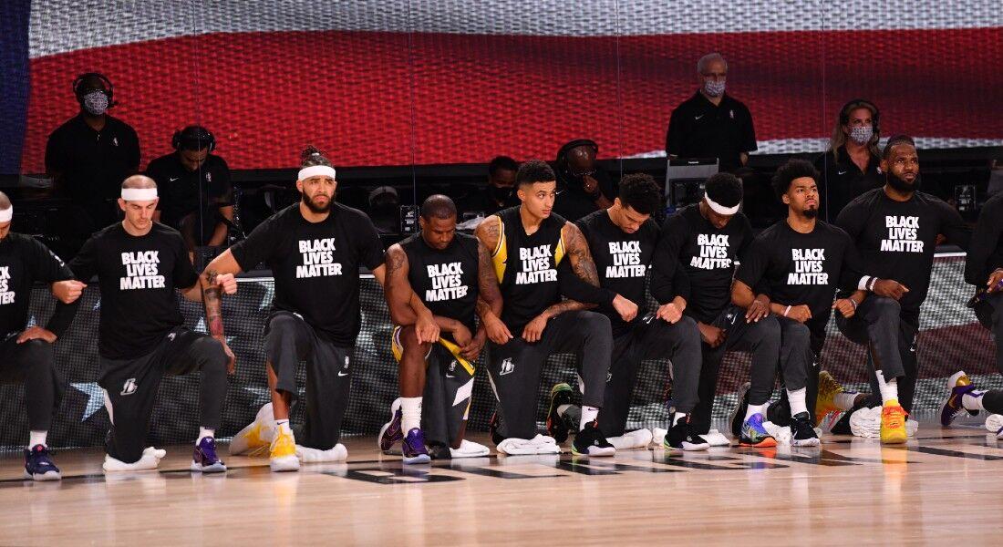 Jogadores do Los Angeles Lakers e Los Angeles Clippers também fizeram ação antes no jogo.