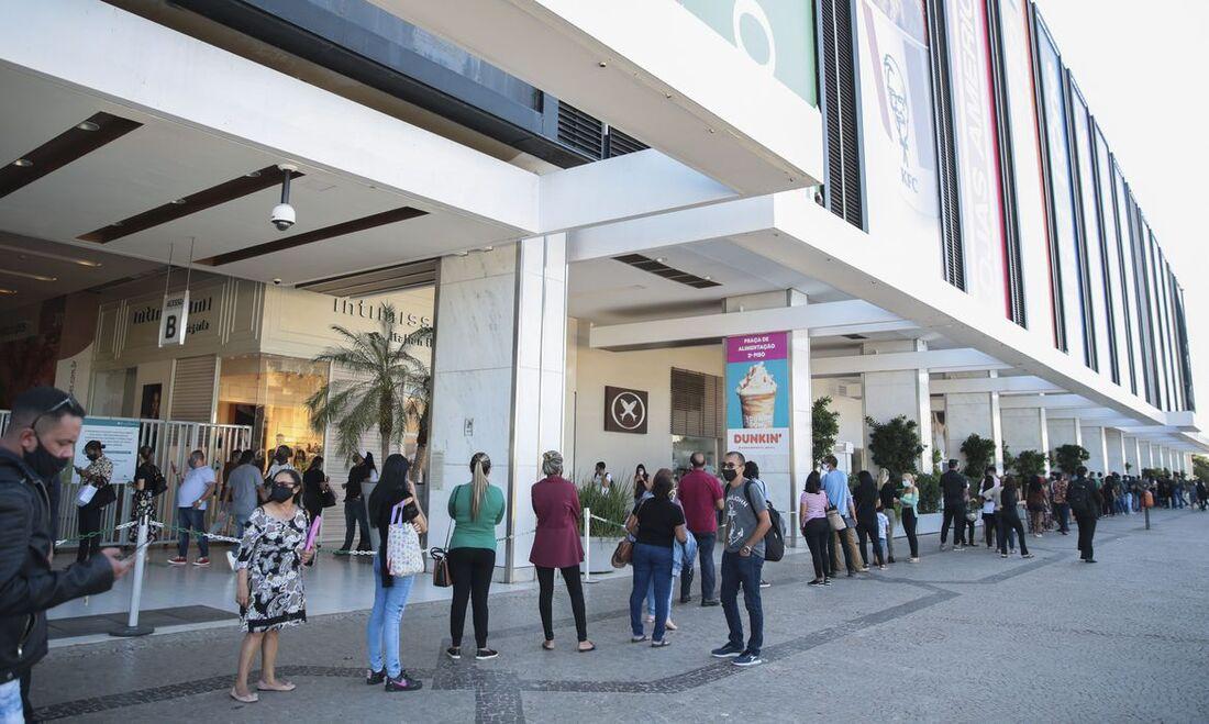 Reabertura de shopping, em Brasília