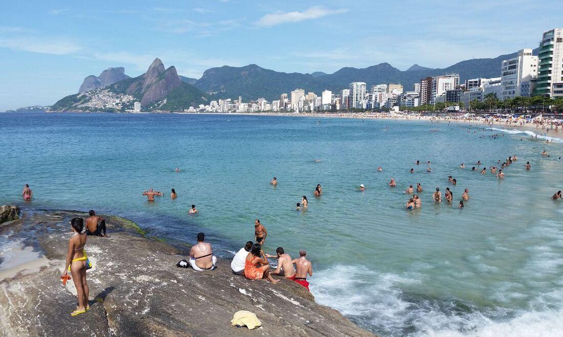 Elefante-marinho aparece próximo à praia no Rio de Janeiro