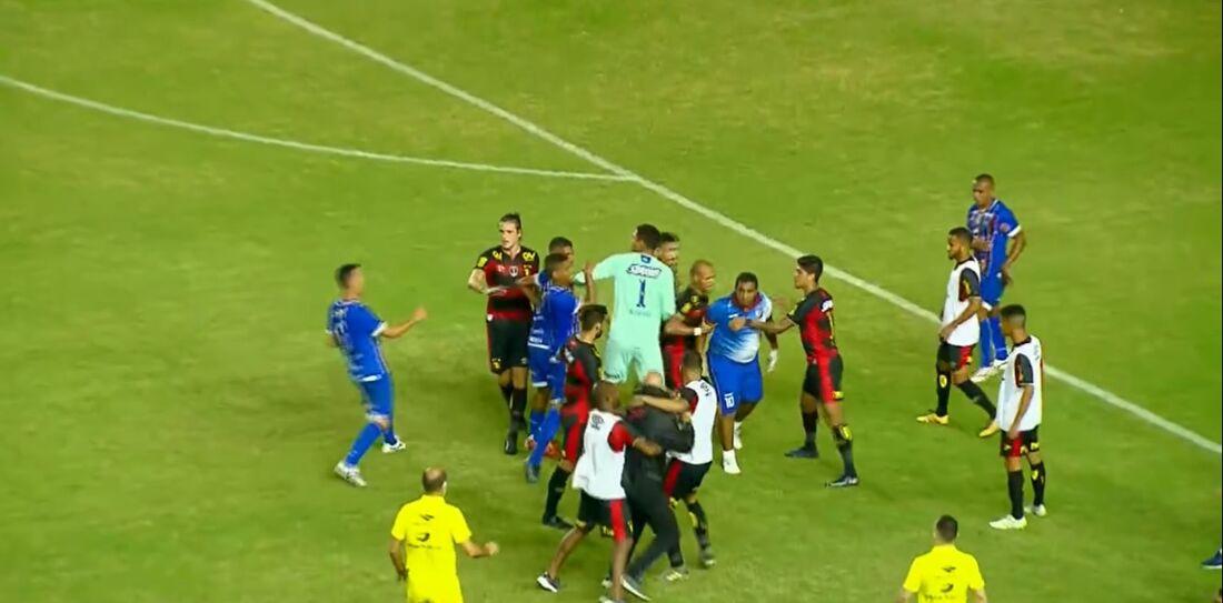 Confusão no jogo entre Sport 1x0 Vitória/PE