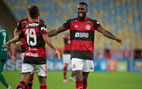 Flamengo vence e fica mais perto de se consagrar campeão