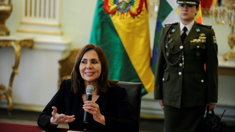 Karen Longaric, ministra da Bolívia