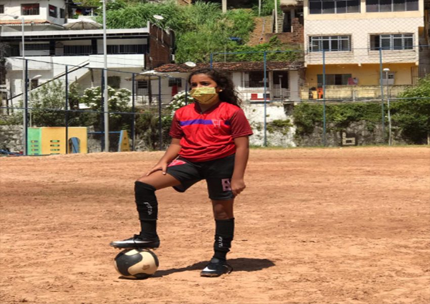 Larissa Silva, jogadora do sub-12 do Agrestina FC