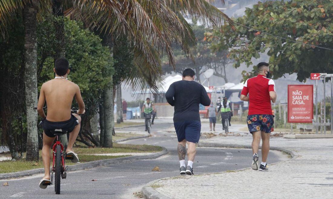 Cariocas em reabertura de espaços no Rio