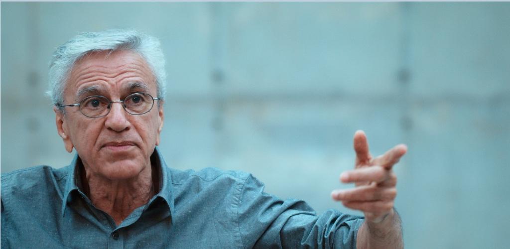 Cantor e compositor Caetano Veloso foi preso em 1968