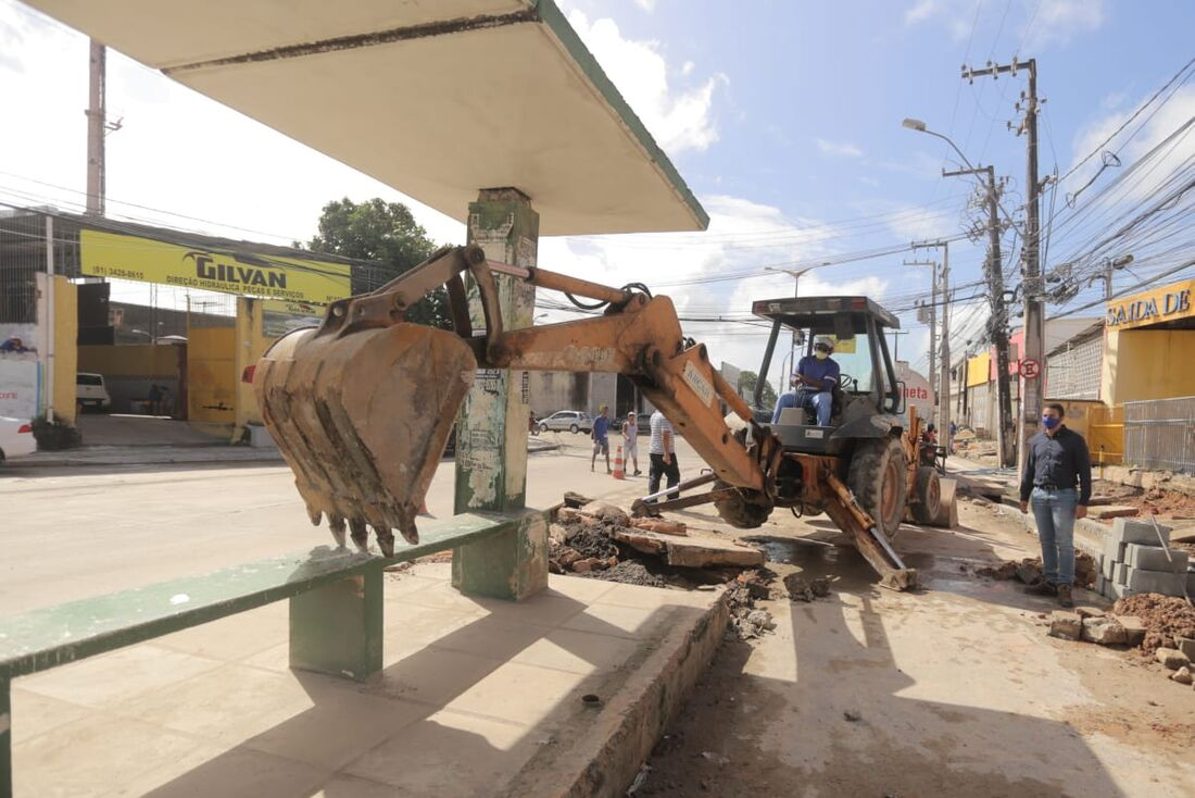 Obras na avenida Presidente Kennedy, em Olinda