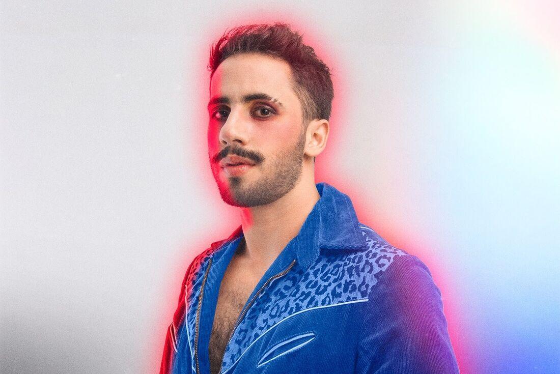 O cantor Romero Ferro