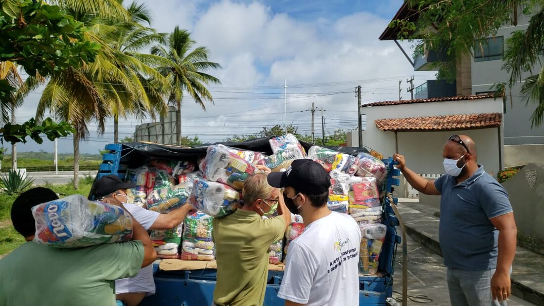 Doação de alimentos em Porto de Galinhas