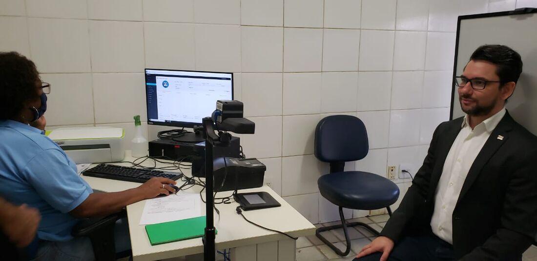 Secretário do Trabalho,  Emprego e Qualificação, Alberes Lopes,  faz teste para funcionamento do serviço