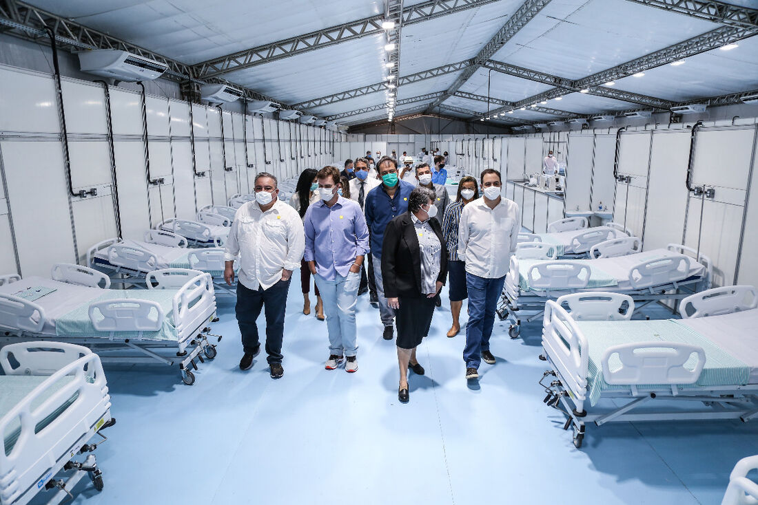 Visita do Governador Paulo Câmara a um hospital de campanha em Petrolina