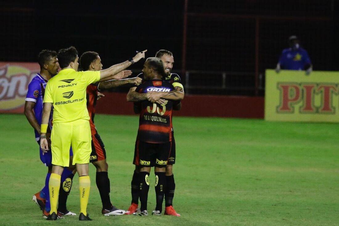 Marquinhos comemora gol contra o Vitória