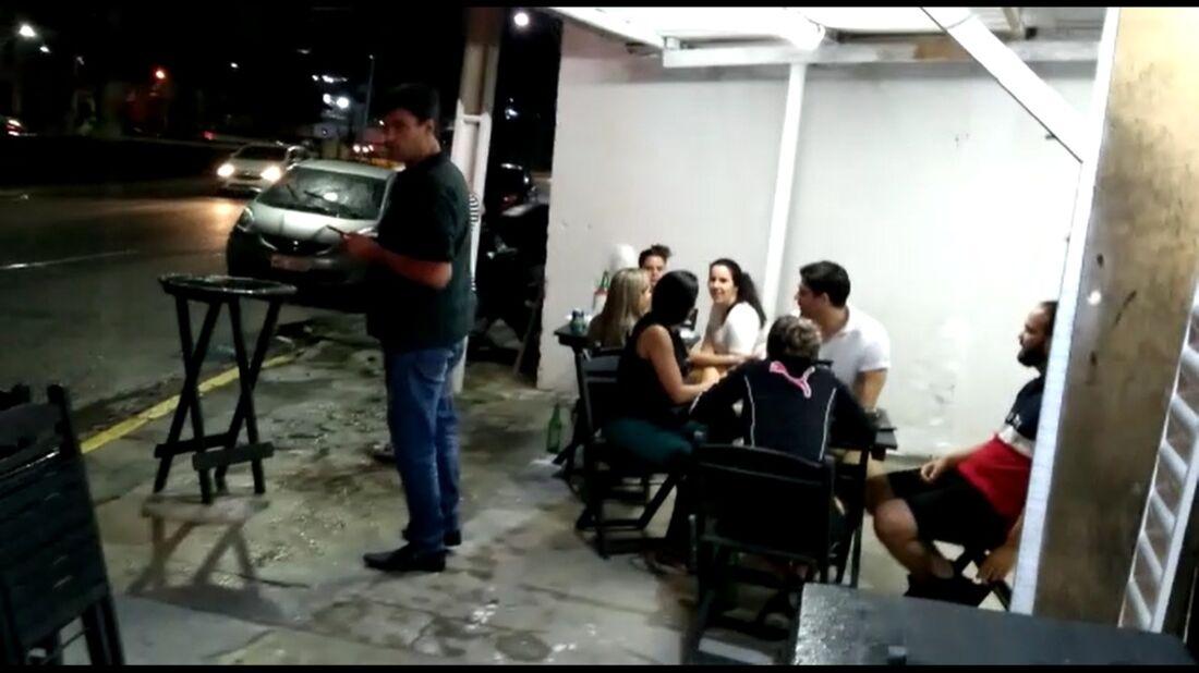 Movimentação após horário permitido para funcionamento dos serviços de alimentação no Recife