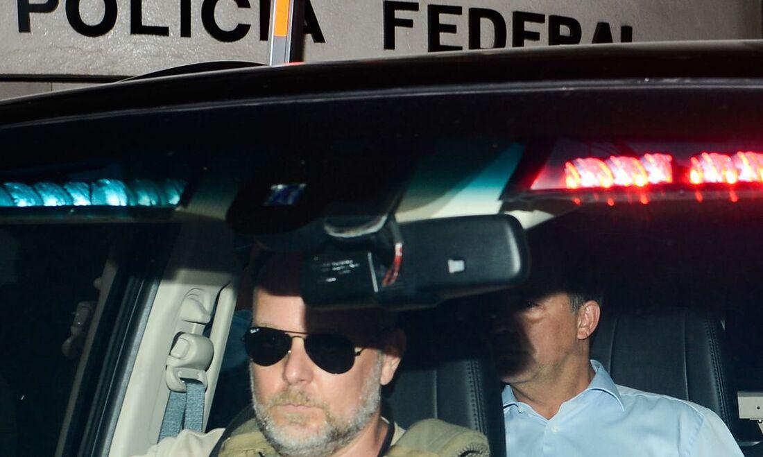 Sérgio Cabral em viatura policial