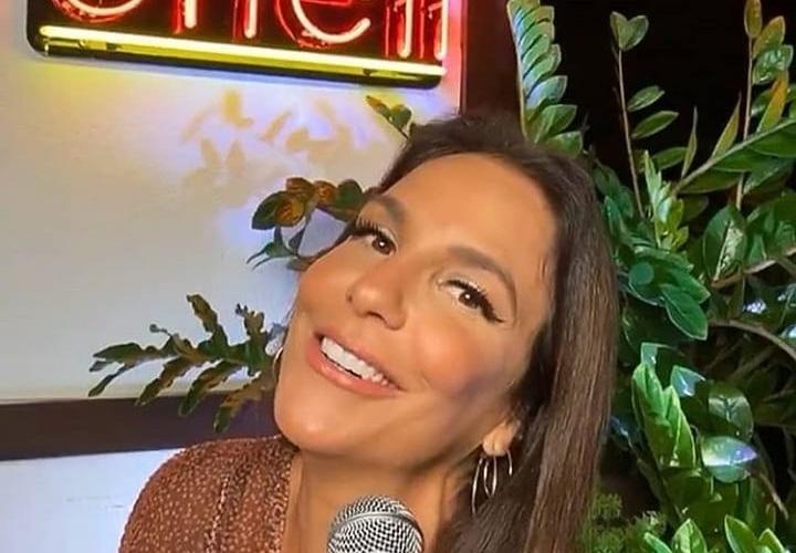 Cantora fez uma live surpresa na noite desta terça-feira (11)