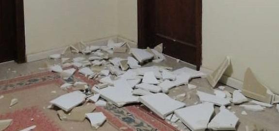Parte do teto de gesso da casa, destruído pela explosão em Beirute