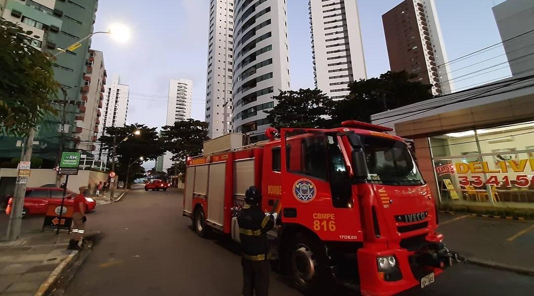 Acidente de trânsito em Setúbal, na Zona Sul do Recife.