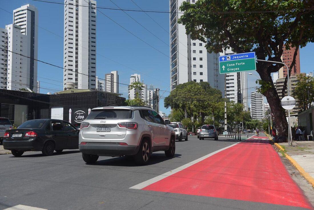 Carros em movimento em Bairro do Recife