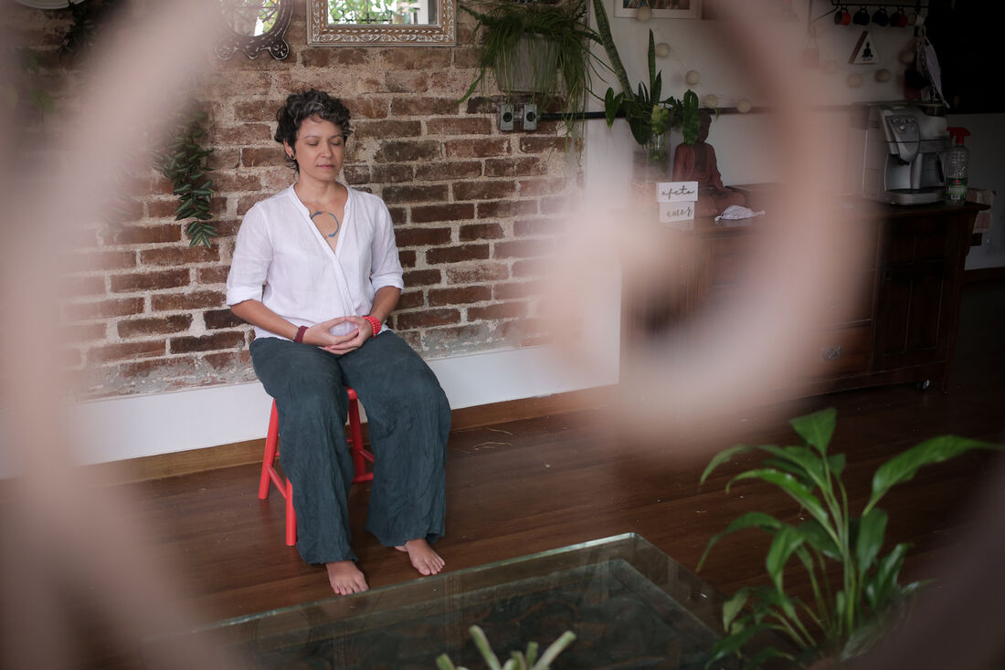 A instrutora Jacqueline Vasconcelos diz que, quando aliada à respiração, a meditação ajuda no relaxamento