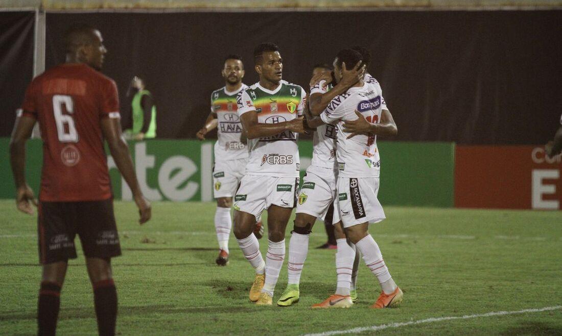 Brusque é um dos times na disputa pelo avanço às oitavas de final da Copa do Brasil