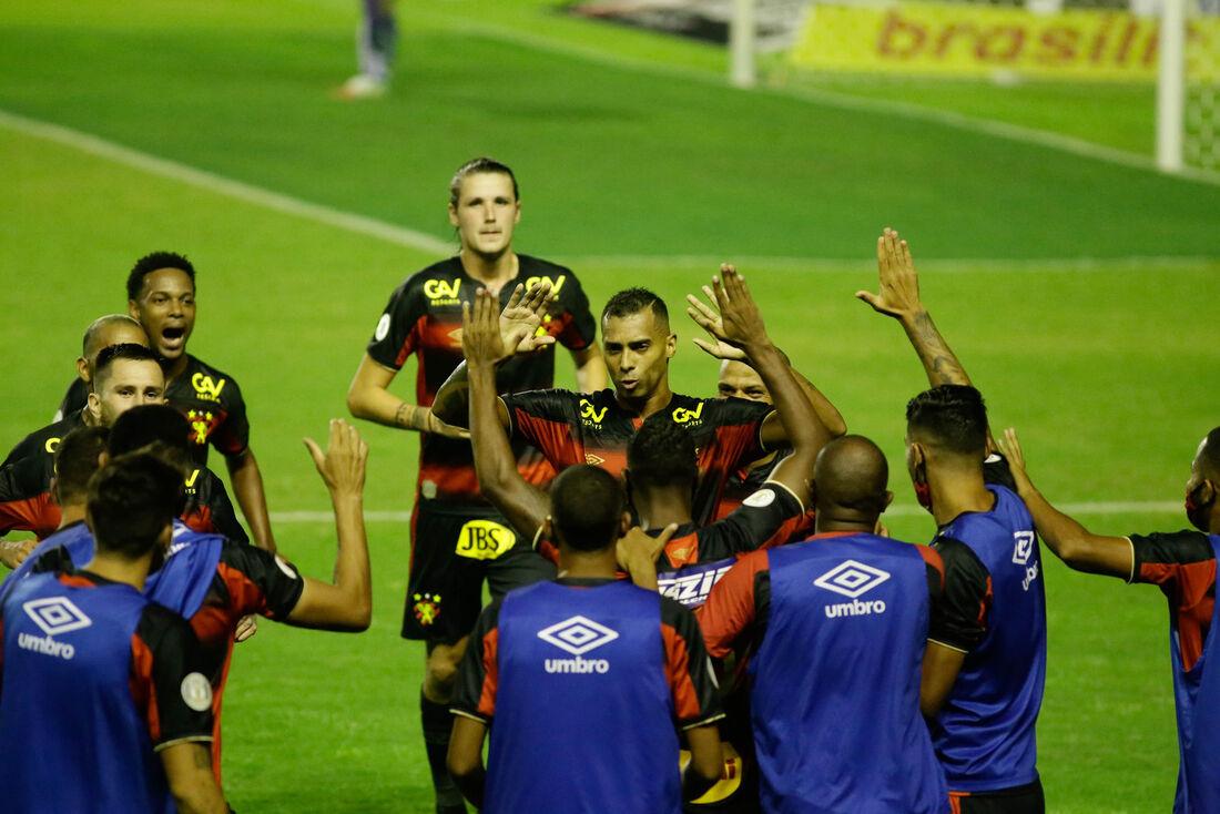 Sport de Elton, antes desacreditado, projeta manter pegada contra o Vasco