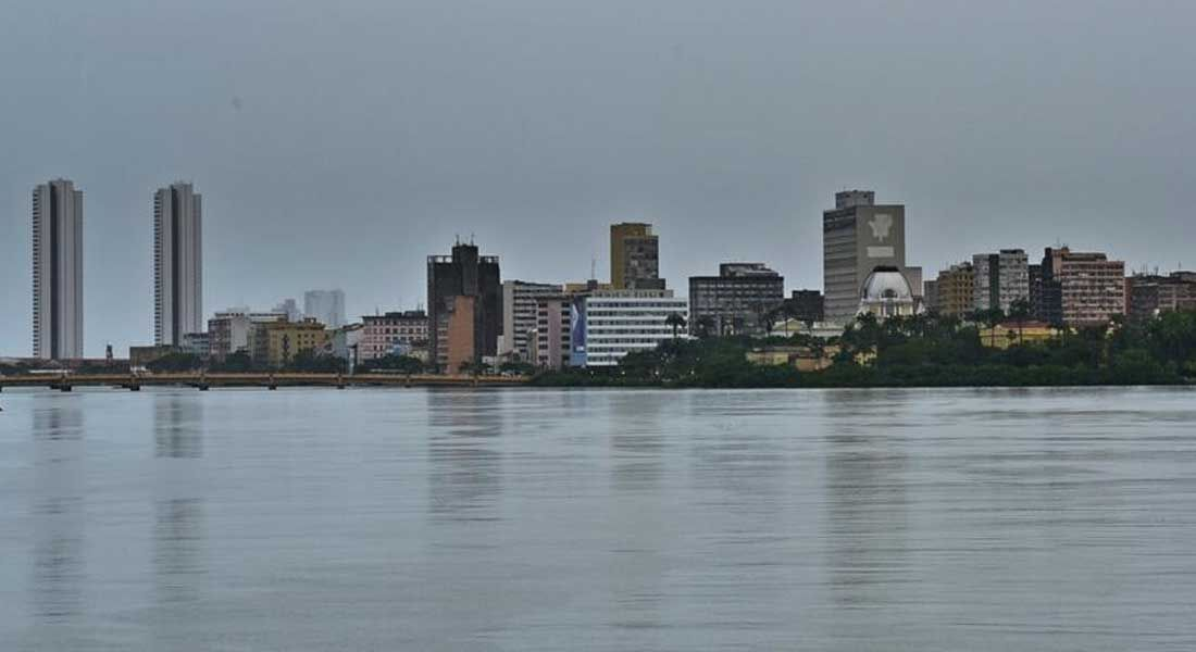 Recife em dia de chuva