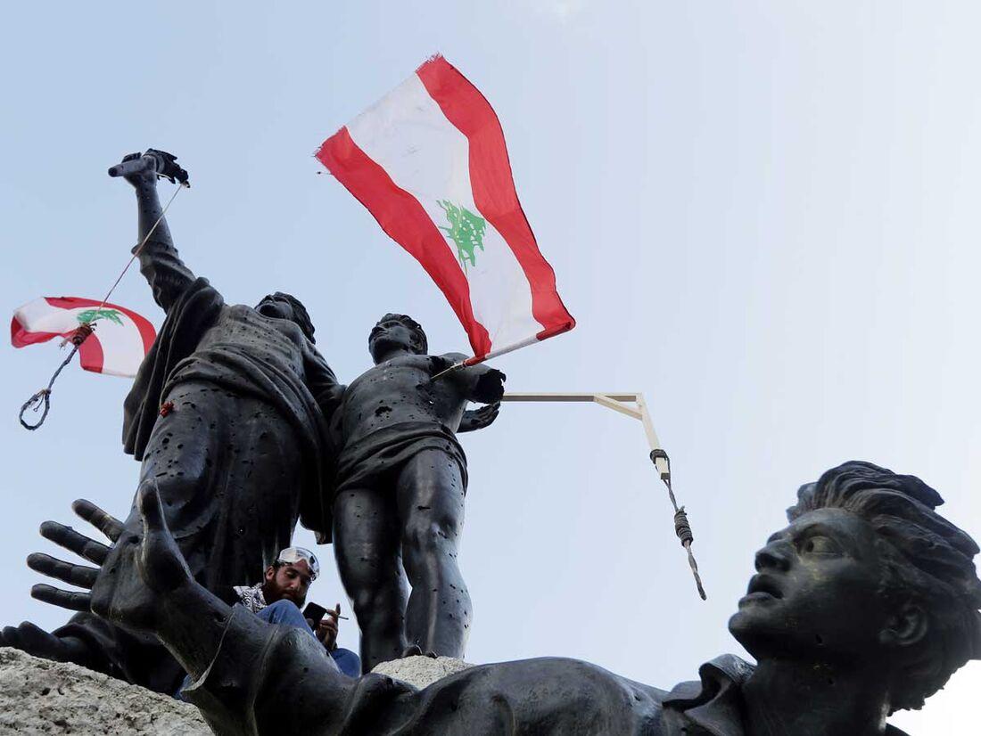 Protesto no Líbano por causa das explosões no porto