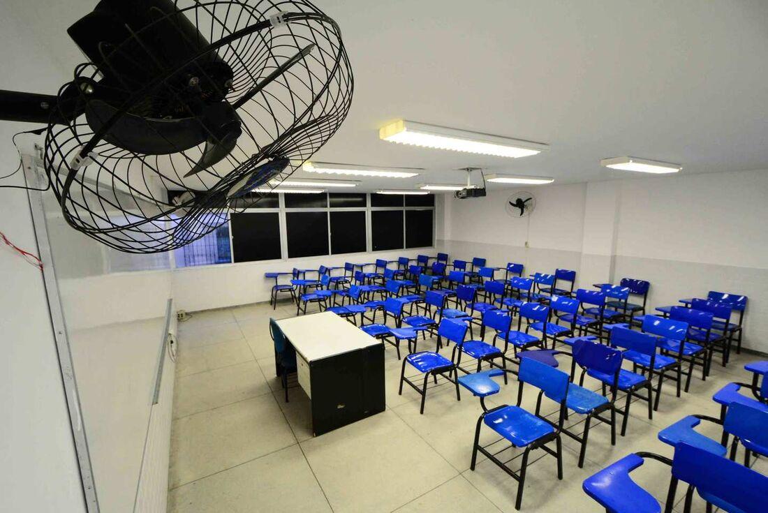 Das 27 unidades da Federação, 13 pretendem retomar atividades presenciais sem restrição ao número de alunos
