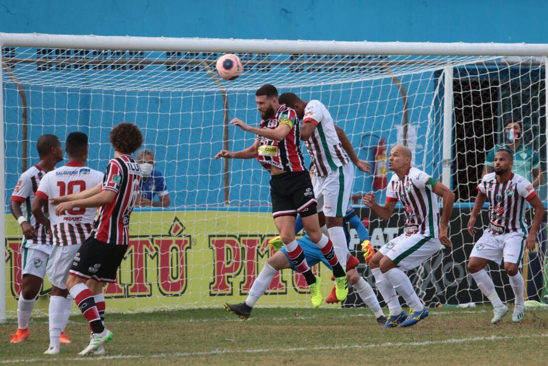 Salgueiro e Santa Cruz empatam na primeira partida que decide o campeão do estadual