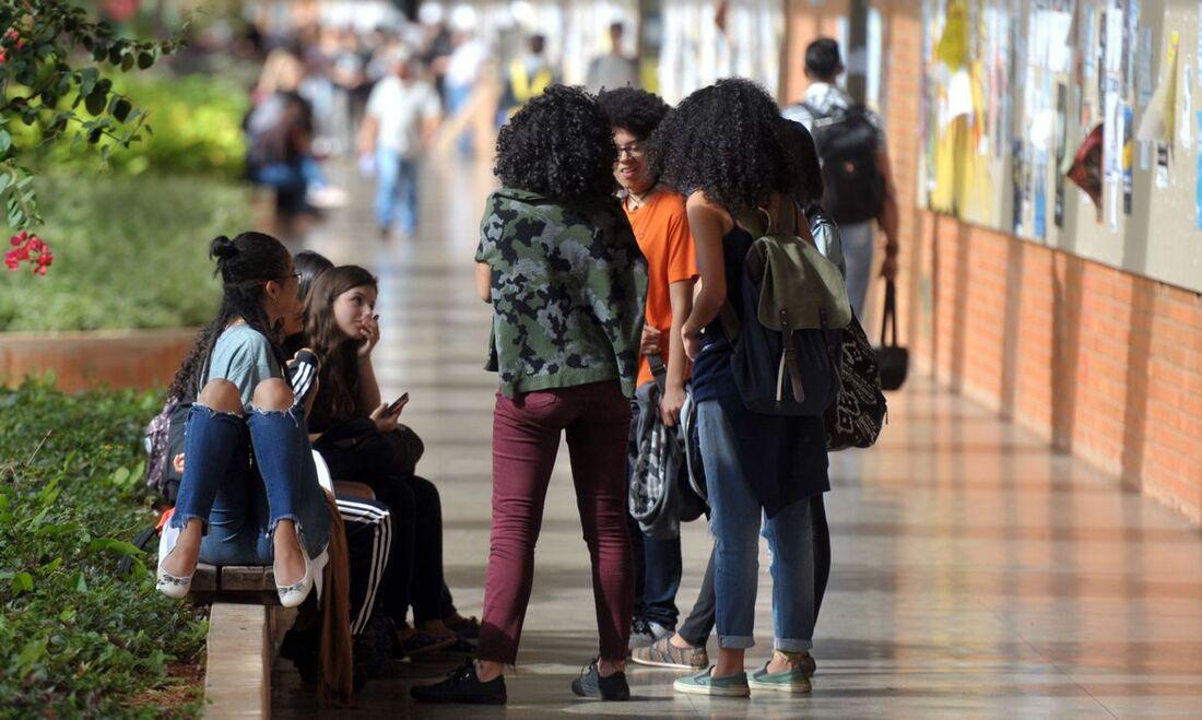 Professores da rede pública de ensino também podem disputar uma bolsa