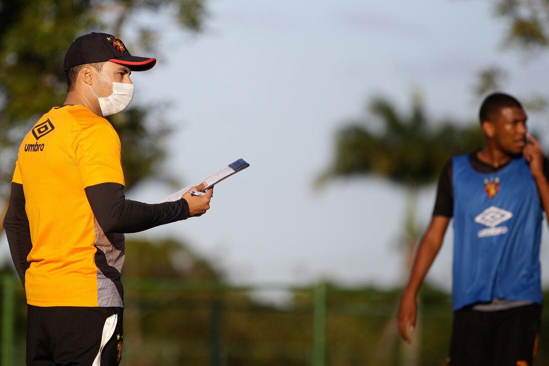 Jair Ventura, técnico do Sport