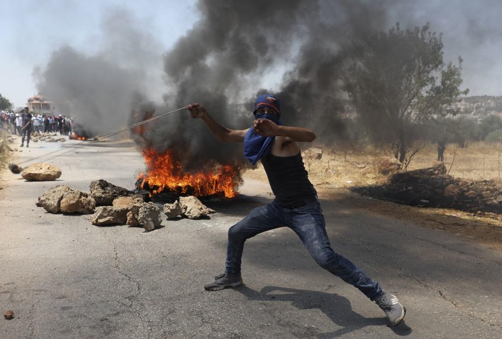 O Líbano vive uma crise política e econômica, agravada pela explosão de um armazém no porto de Beirute