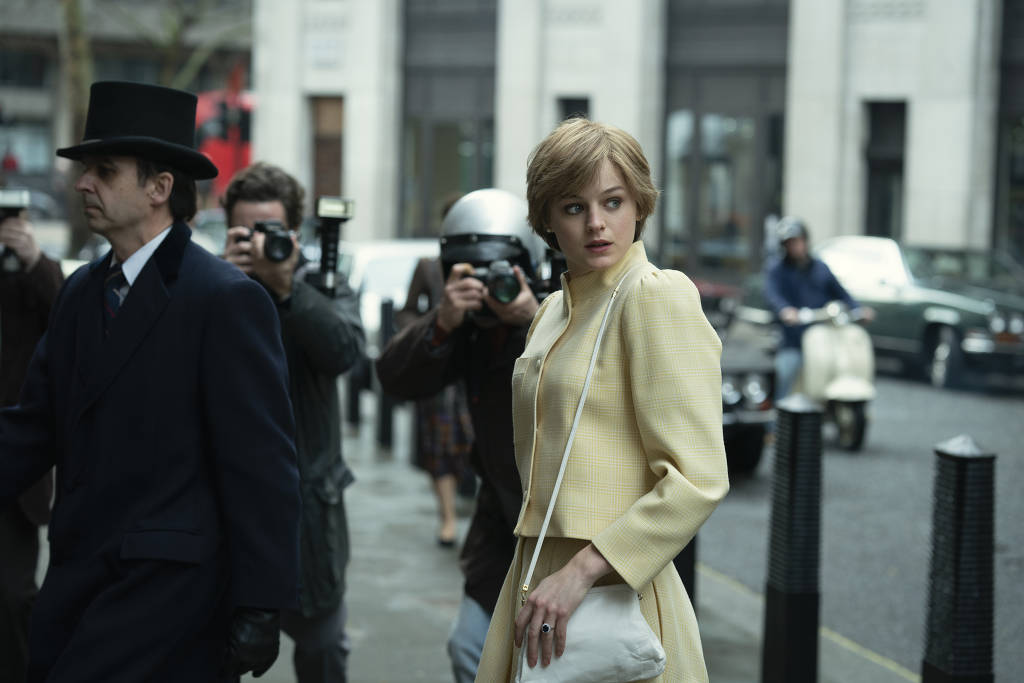 Emma Corrin como Princesa Diana