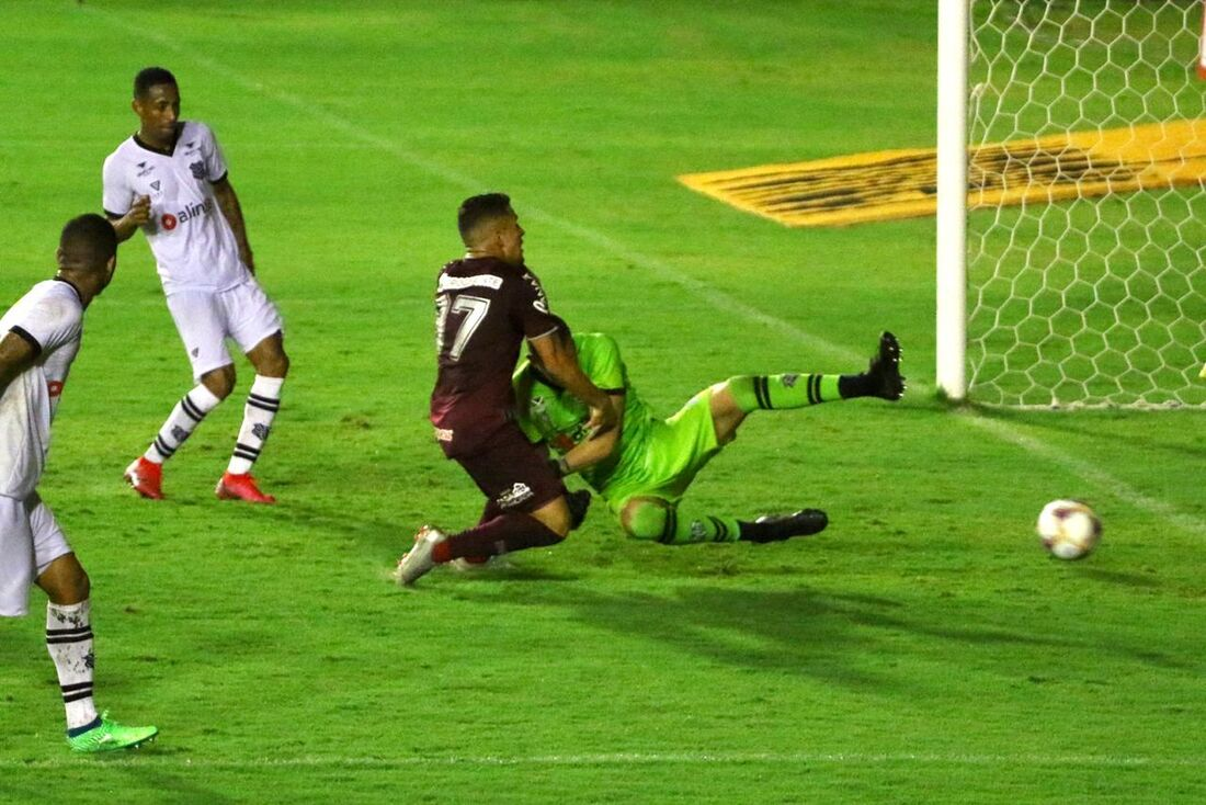 Dadá marcou o gol contra o Figueirense