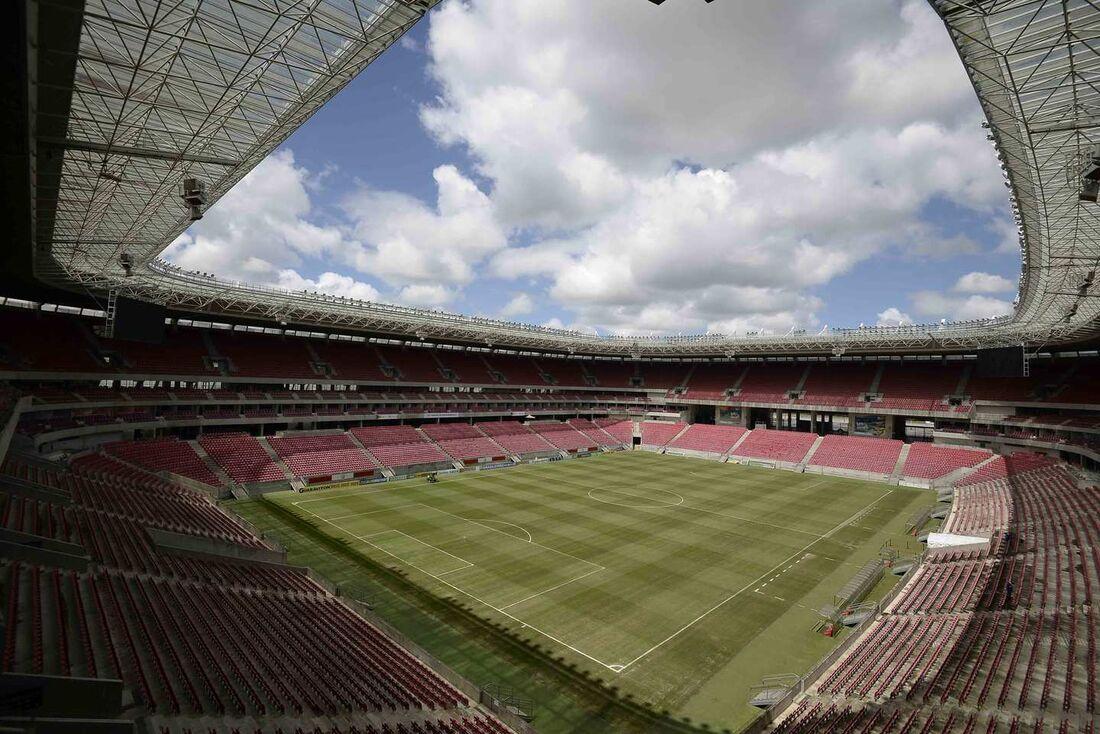 Reabertura dos estádios para o público provoca divergências