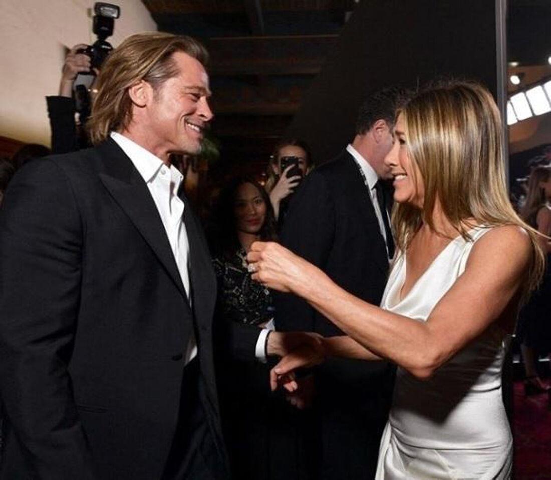 Brad Pitt e Jennifer Aniston nos bastidores do SAG Awards, em Los Angeles, dia 19 de janeiro de 2020