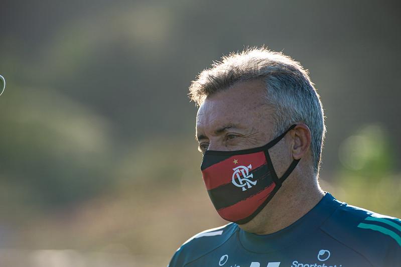 Domènec Torrent foi mais um a testar positivo para Covid no Flamengo