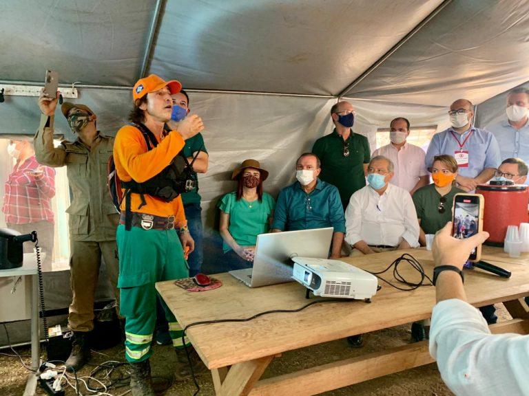 Parlamentares se reuniram com bombeiros e gestores locais em busca de soluções para a emergência ambiental