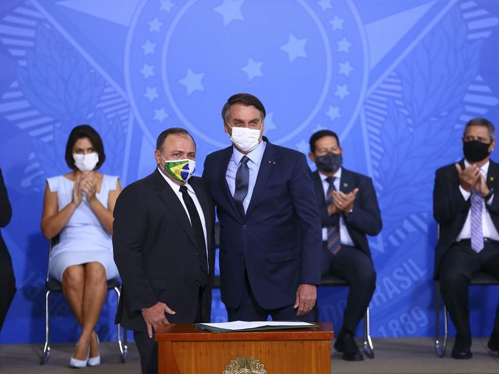 Pazuello e Bolsonaro, durante a posse do ministro da Saúde