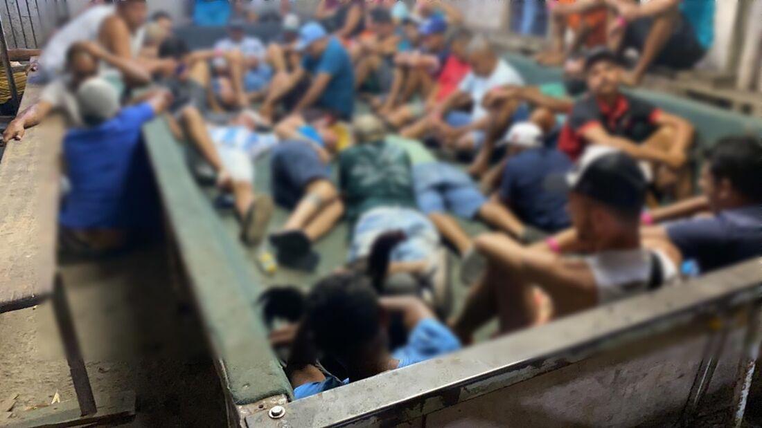 Mais de 60 promoviam aglomeração no local, segundo a polícia
