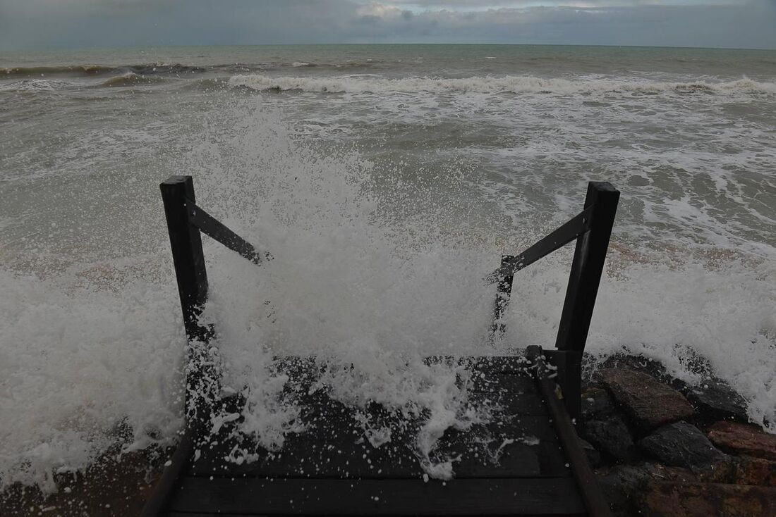 Ressaca registrada na praia de Boa Viagem