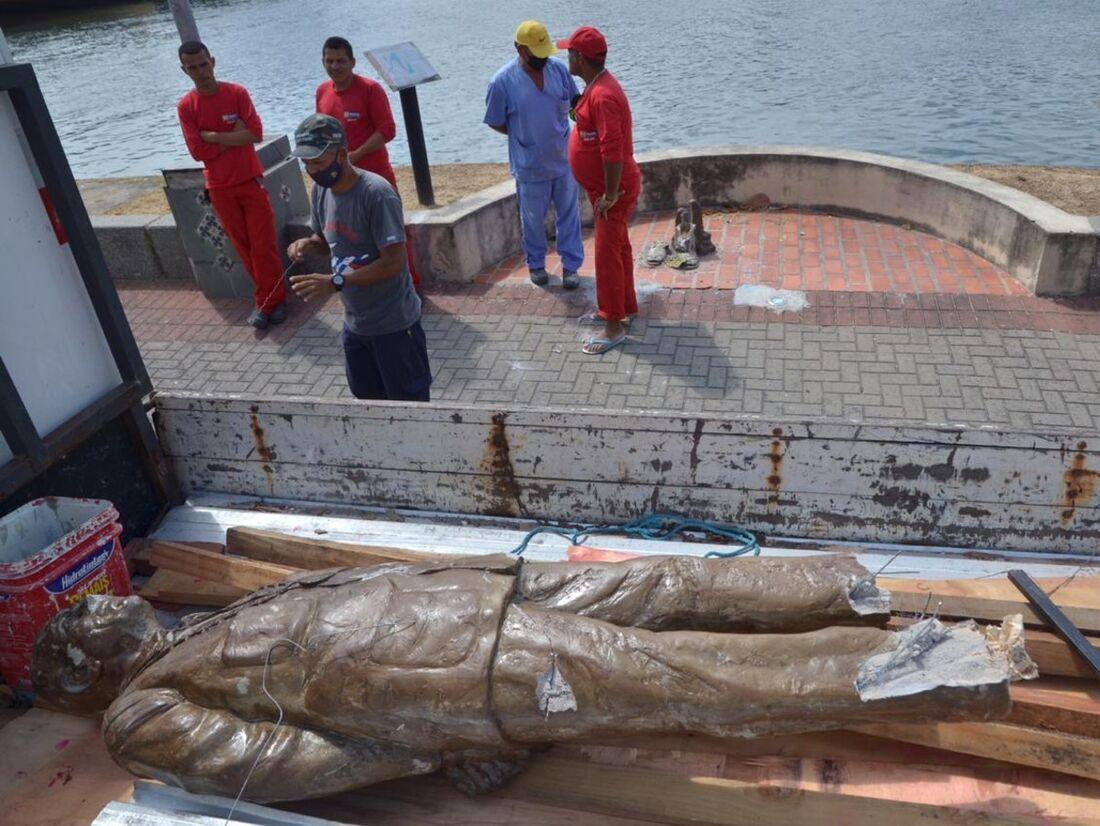 A estátua foi retirada para ser recuperada