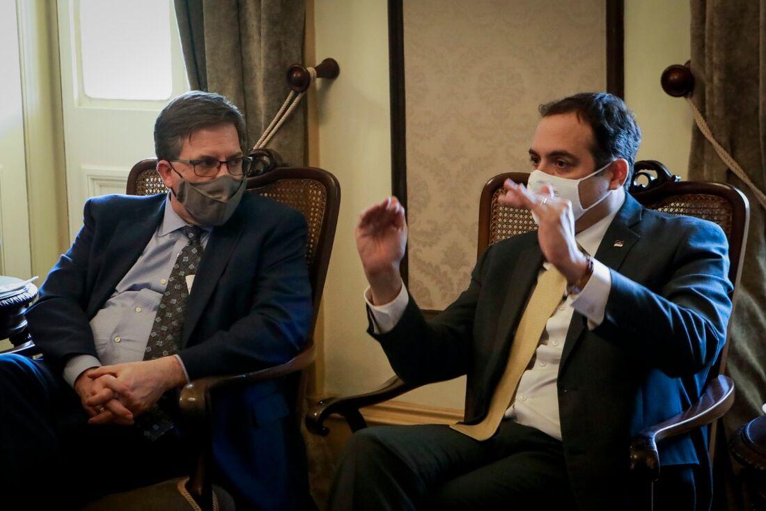 Paulo Câmara recebe embaixador dos EUA