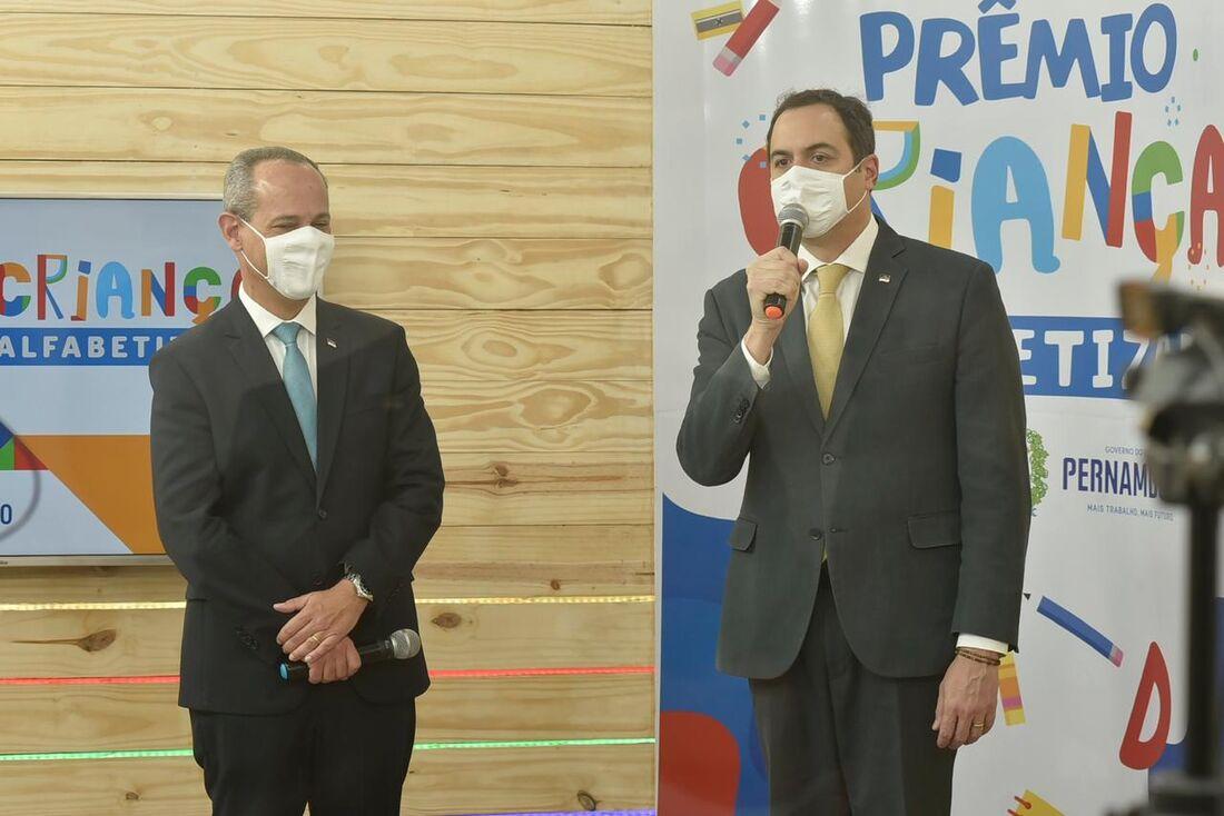 Governo de Pernambuco premia escolas e municípios no Programa Criança Alfabetizada