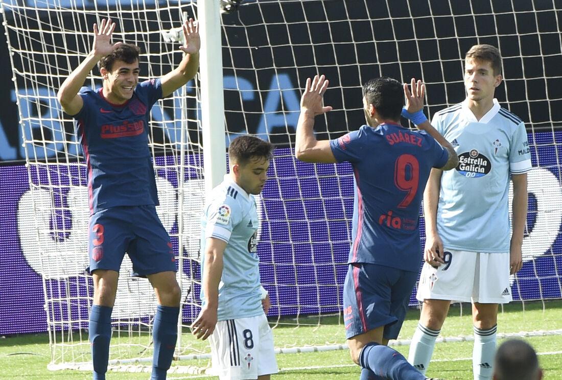 Atletas comemoram gol do Atlético de Madrid