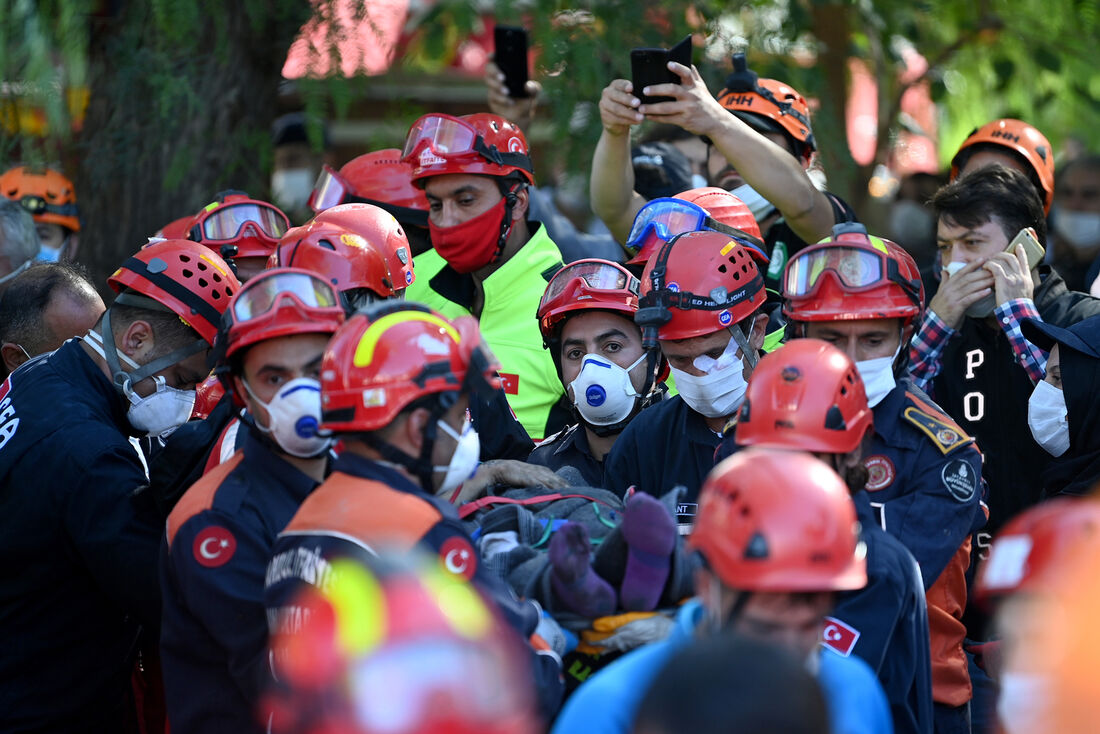 Resgate de sobreviventes de terremoto na Turquia