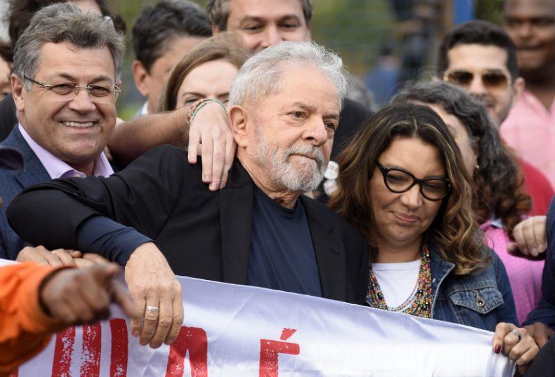 Ex-presidente Lula ao lado da esposa, Rosângela da Silva.