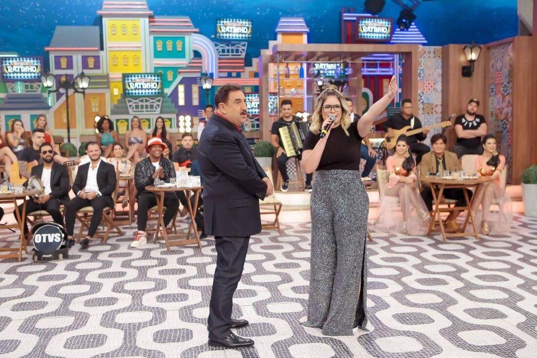 Programa do Ratinho com a participação da cantora Marília Mendonça